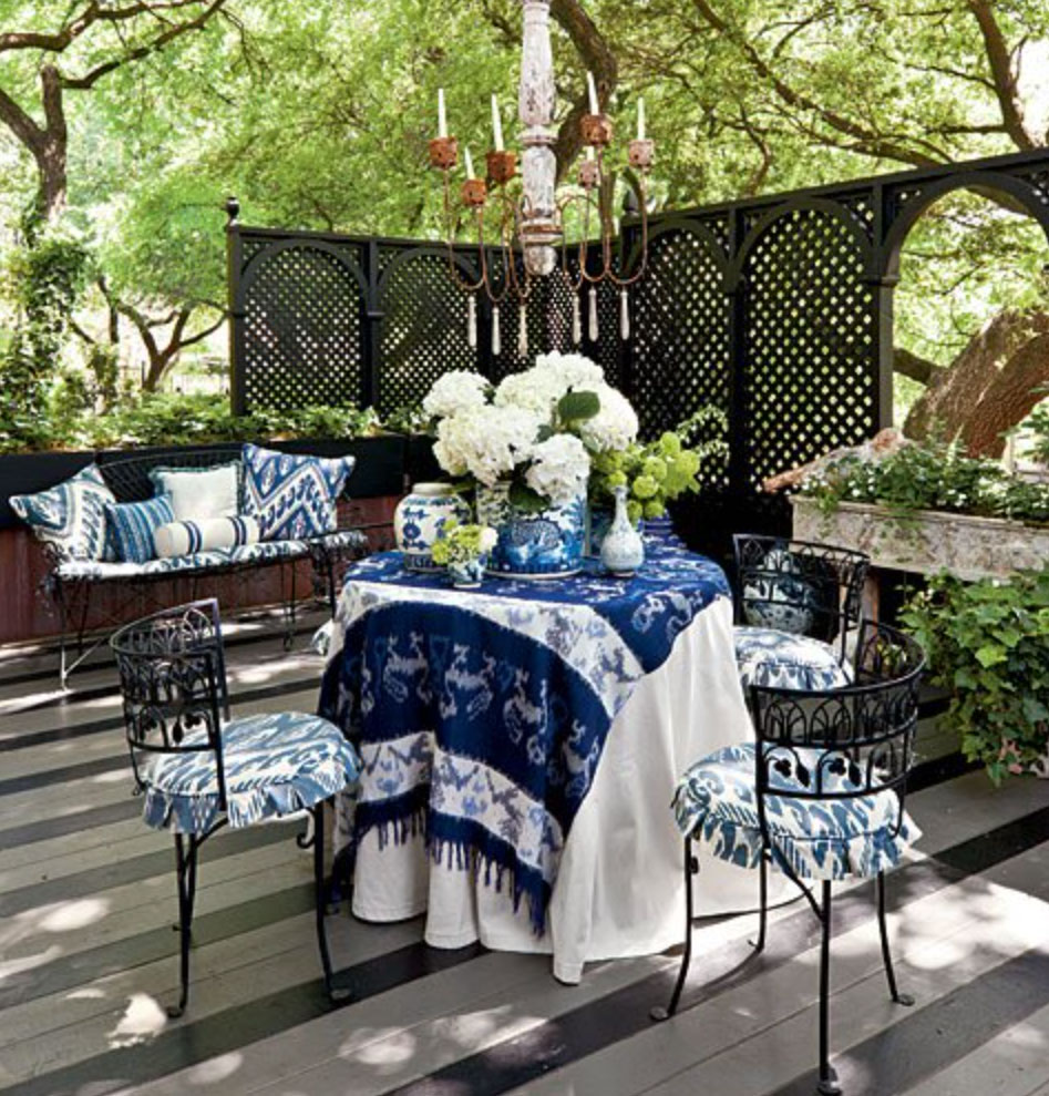 Colourful accessories in a mediterranean backyard style